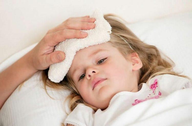 [Mẹ trẻ nên biết] Trẻ bị sốt phải làm sao?